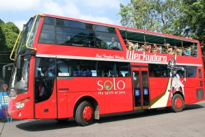 Solo City tour bus